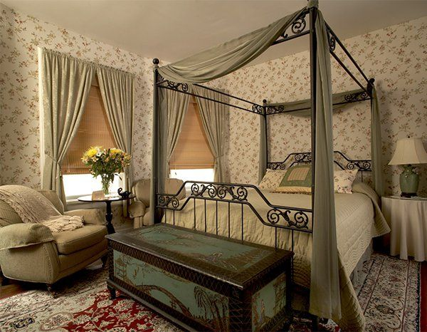 A Master Bedroom Designed In A Victorian Style Modern Victorian Bedroom Victorian Interior Design Victorian Bedroom