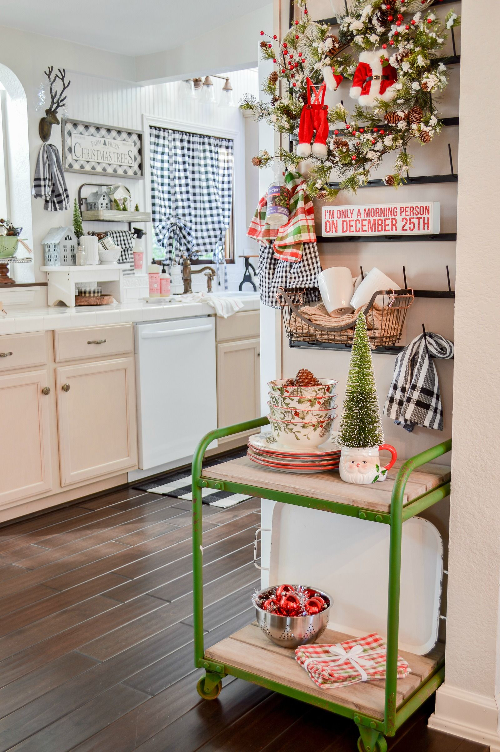 A Perfect Kitchen Dressed Up For Christmas Modern Home