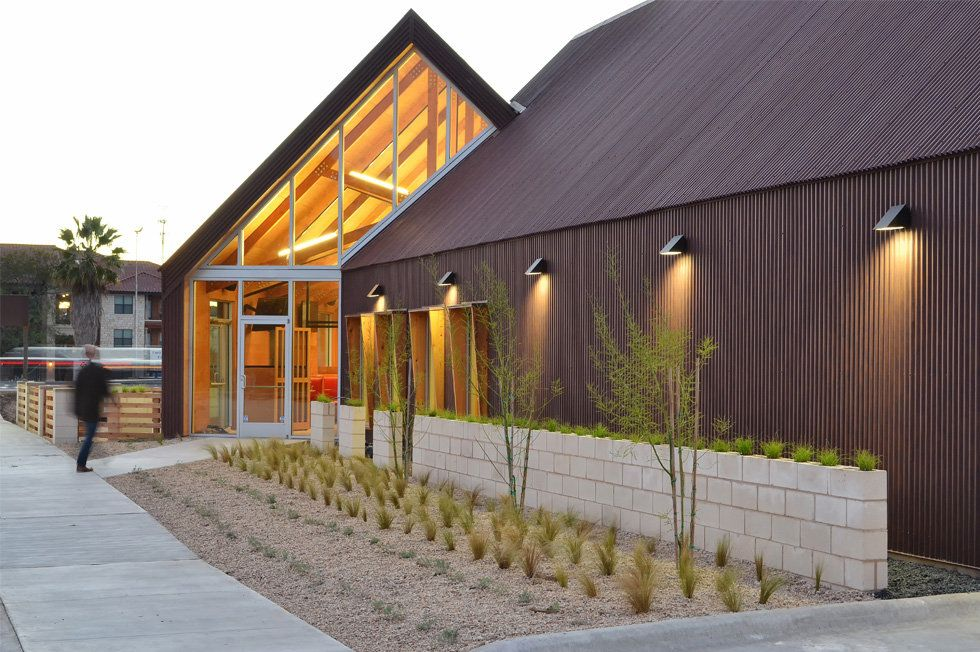 Reach Architects Design For The Hat Creek Burger Company Restaurant In Georgetown Tx Modern Farmhouse Style Architect Design Montana Homes