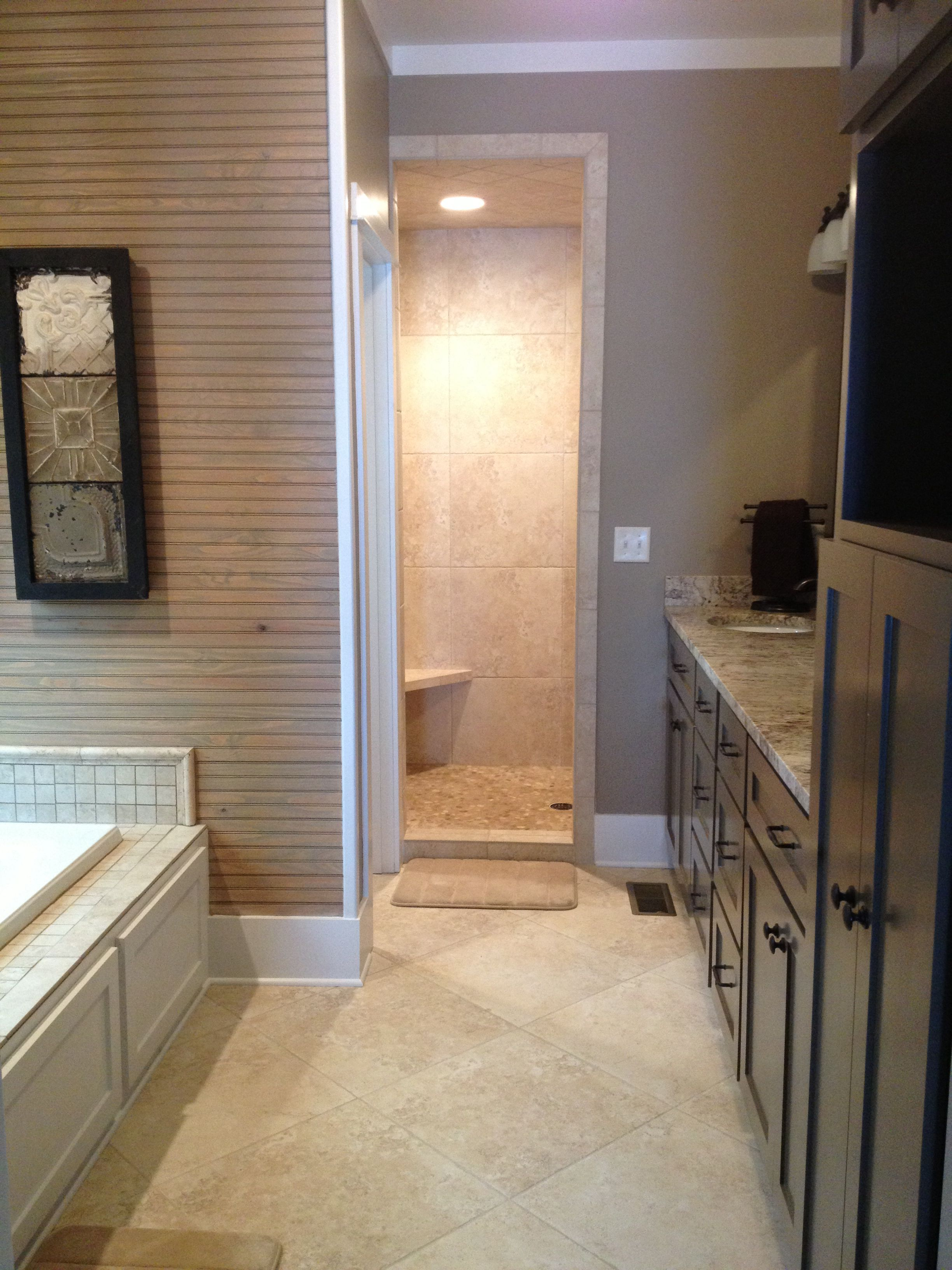 Master bath w walk in shower