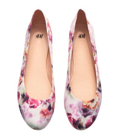 88bde2d7e915 Floral printed flats. HM. #HMPASTELS | H&M PRETTY PASTELS | Shoes ...
