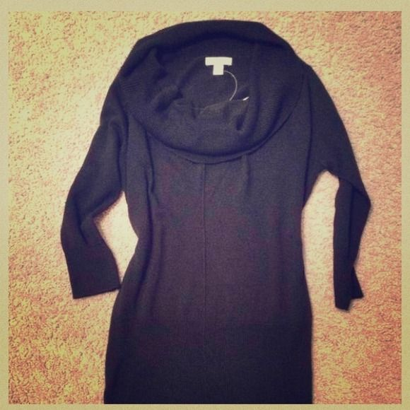 NWOT New York & Company Black Cowl Neck Sweater *Tags detached* Ladies Size Small Black Cowl Neck Sweater. 100% Acrylic. 3/4 Length Sleeves. Perfect cold weather essential! **Take 20% off your order when you bundle two or more items marked 💥SALE💥** New York & Company Sweaters Cowl & Turtlenecks