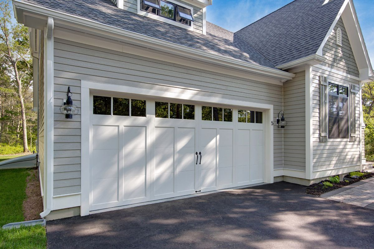 Clopay Craftsman Collection Carriage House Garage Door Design 12 With Rec13 Windows In White Www Garage Door Design Garage Doors Carriage House Garage Doors