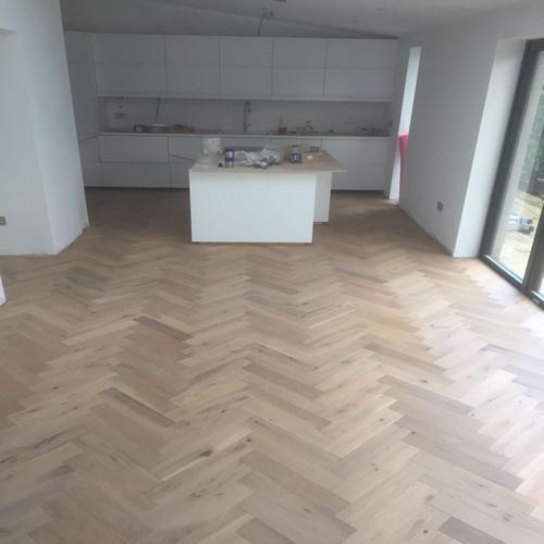 Whitewashed Plank Floors In White Kitchen: Engineered Flooring, Herringbone Oak, 18mm X 90mm Whitewashed Lucerne