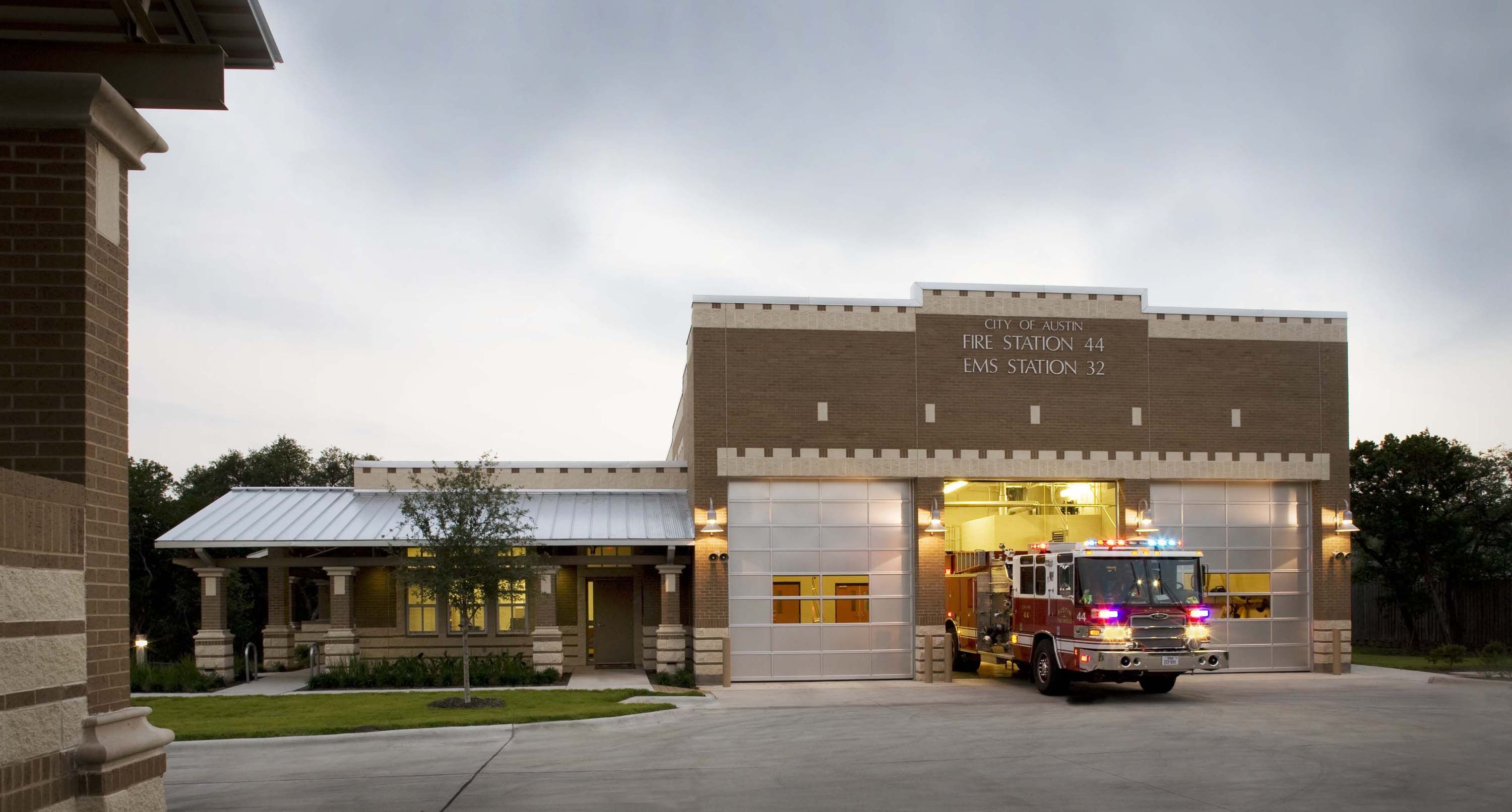 City Of Austin Fire Station 44 Ems Station 32 Fire Station House Styles Architecture