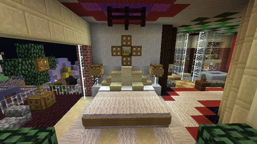 Minecraft Furniture - Bedroom - A large bed with unique pillows and