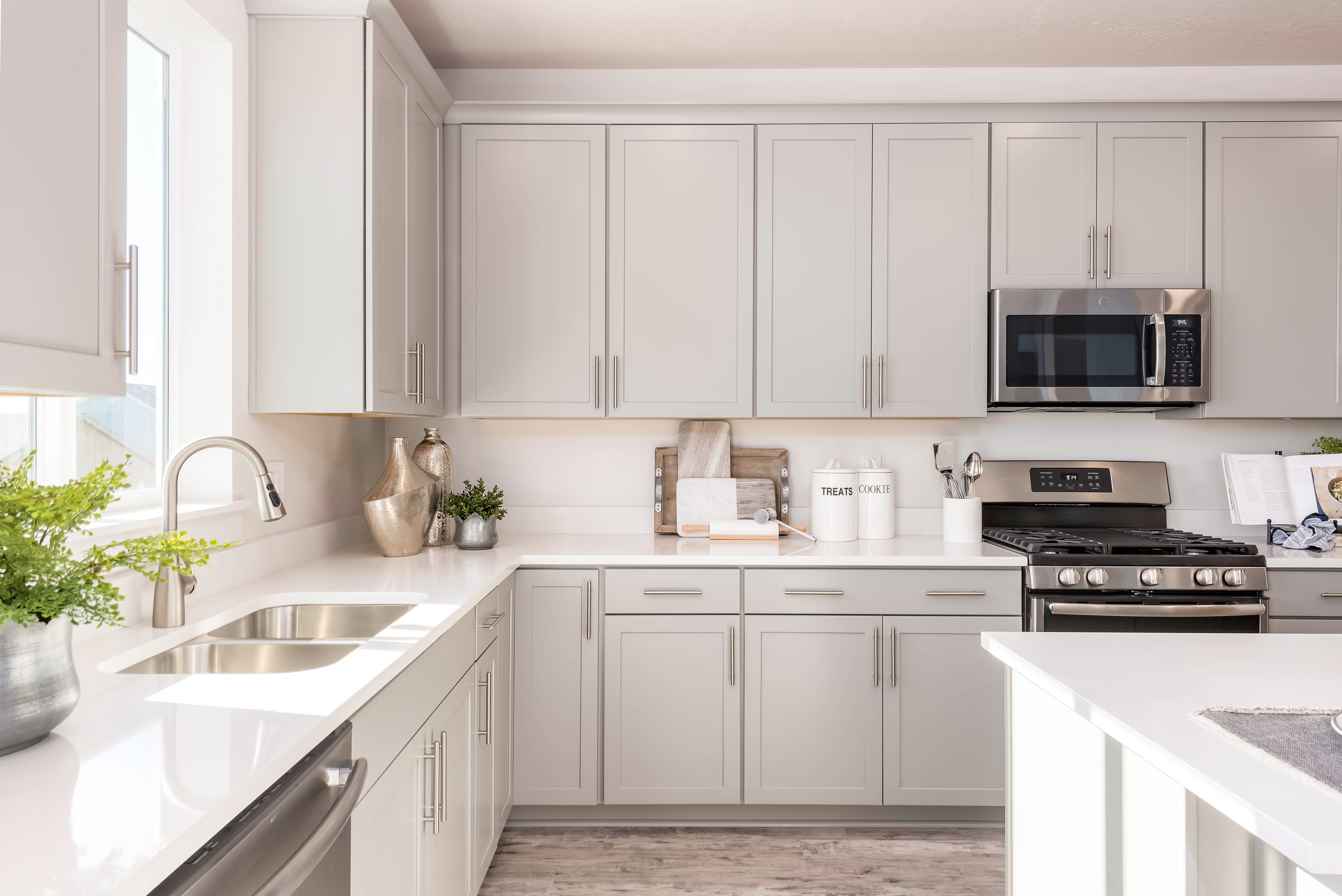 Beautiful kitchens with ample windows that let the sun ...
