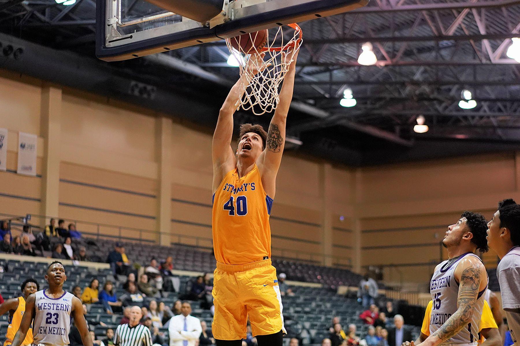 Balanced Attack Lifts Men S Hoops Past Mustangs Mens Basketball Athlete Men
