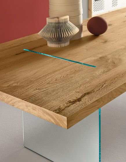 Magically suspended the top in solid natural oak, sustained and crossed by two vertical glass panels. Also available with glossy white lacquered top or wood veneered.  Size:  200 x 100 x h 75 cm  …