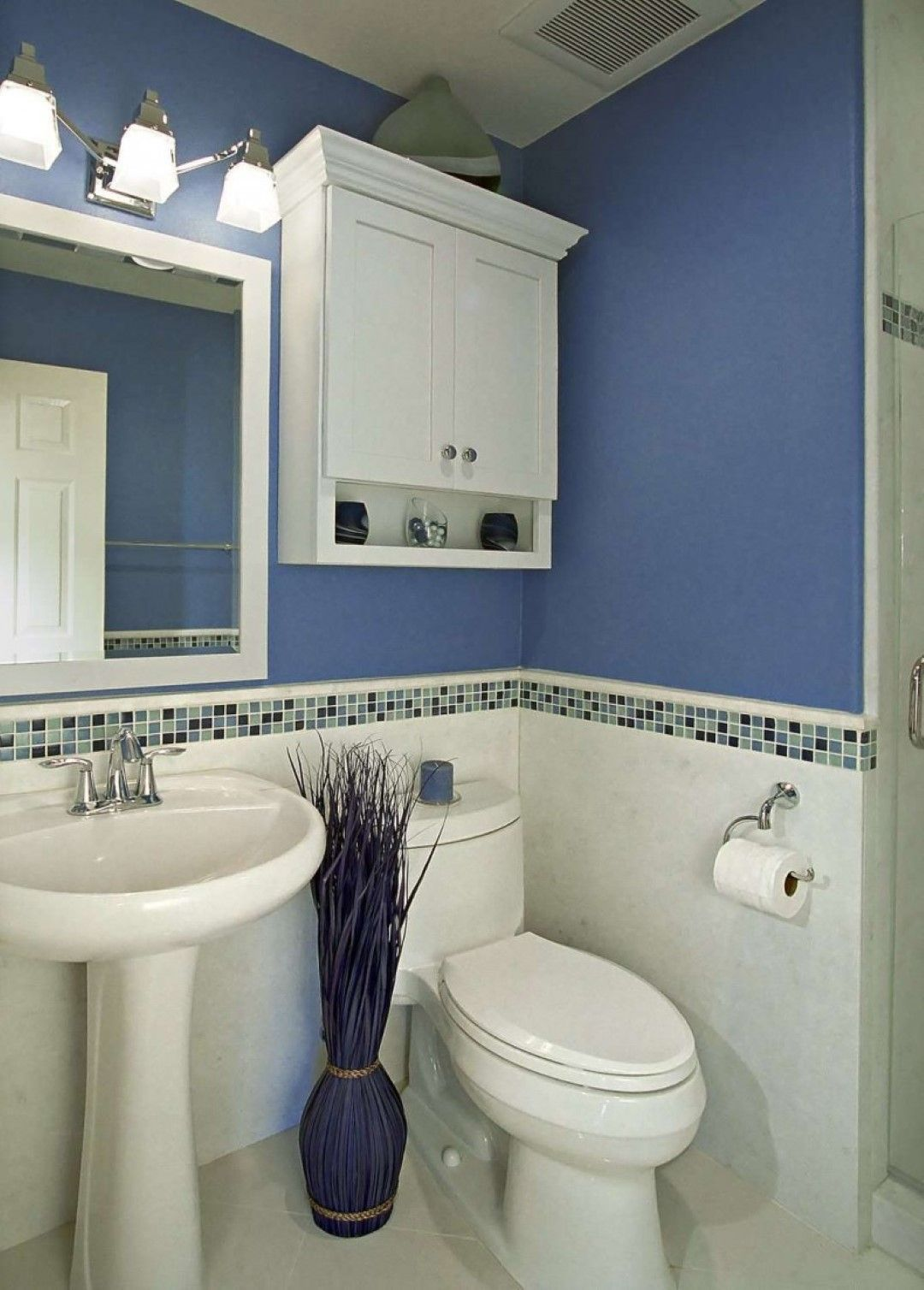 Bathroom mosaic backsplash tile idea feat stylish blue bathroom and pedestal sink with smart - Bathroom decorating ideas blue walls ...