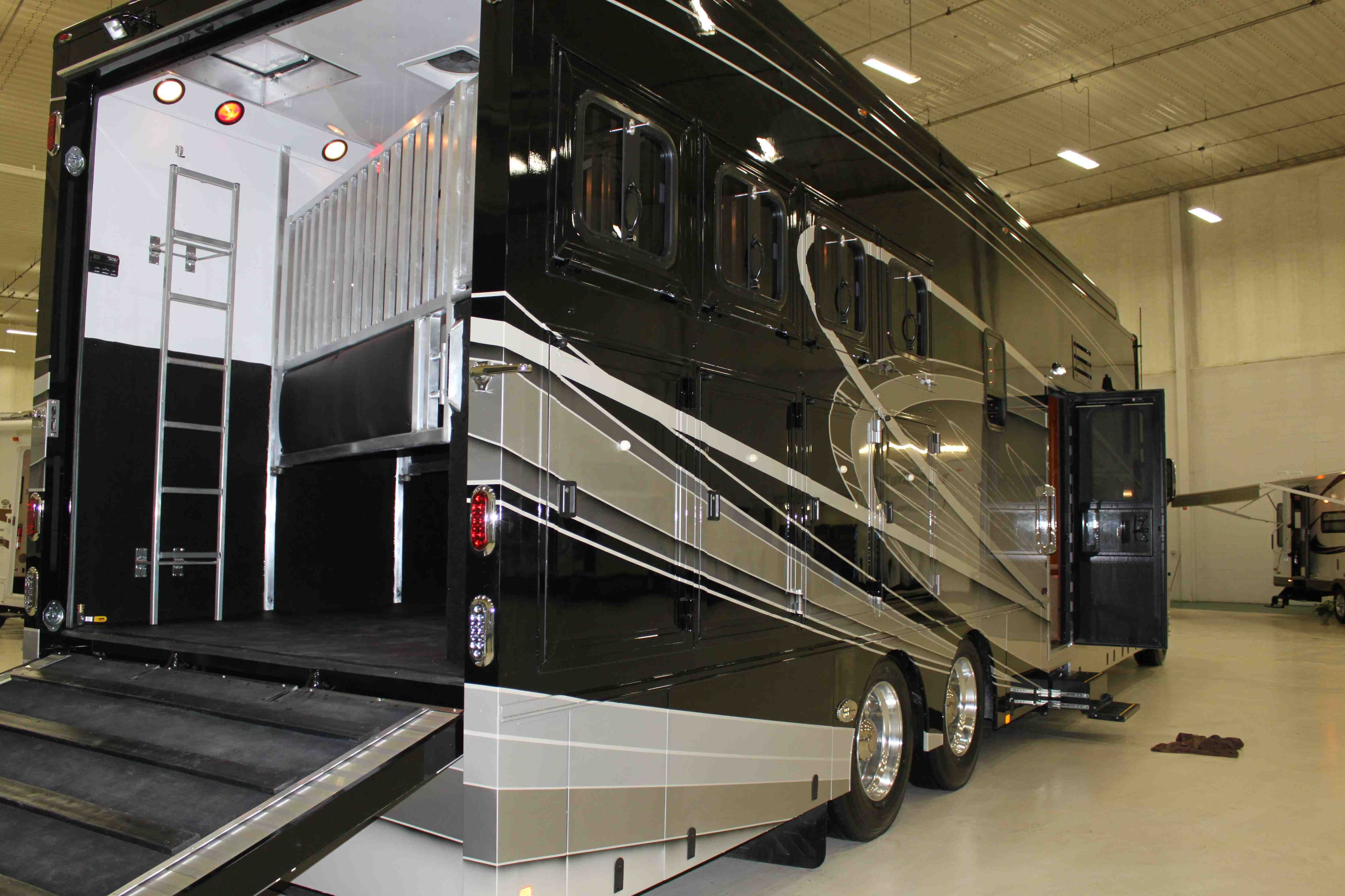 Equine Motorcoach Horse Trailers Horse Transport Motorcoach