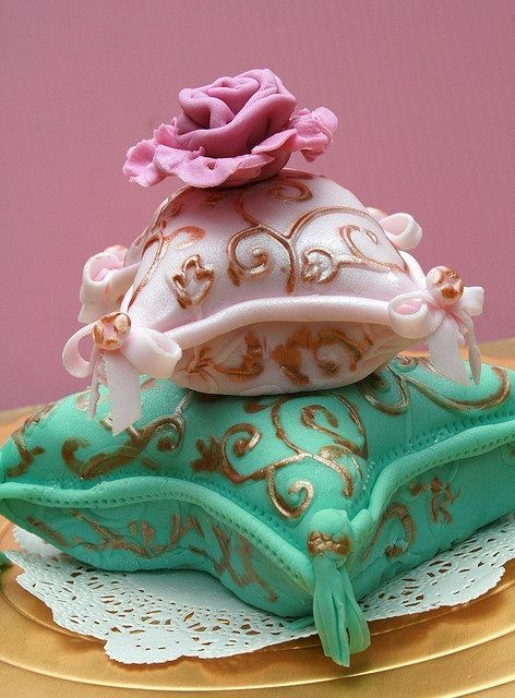 Tassled Pillow Cake that Princess Jasmine would love! #SweetSundays #Delicious