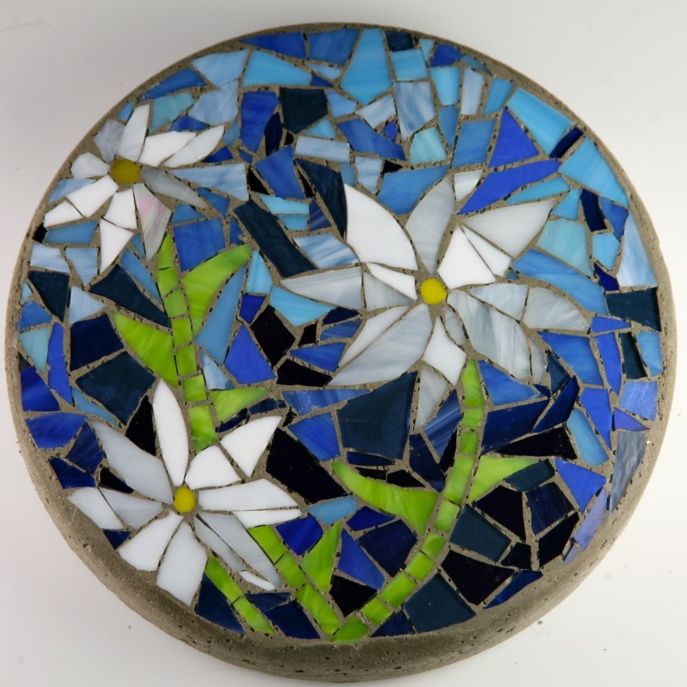 Mosaic stepping stones mosaics stone and mosaic for Mosaic garden art designs