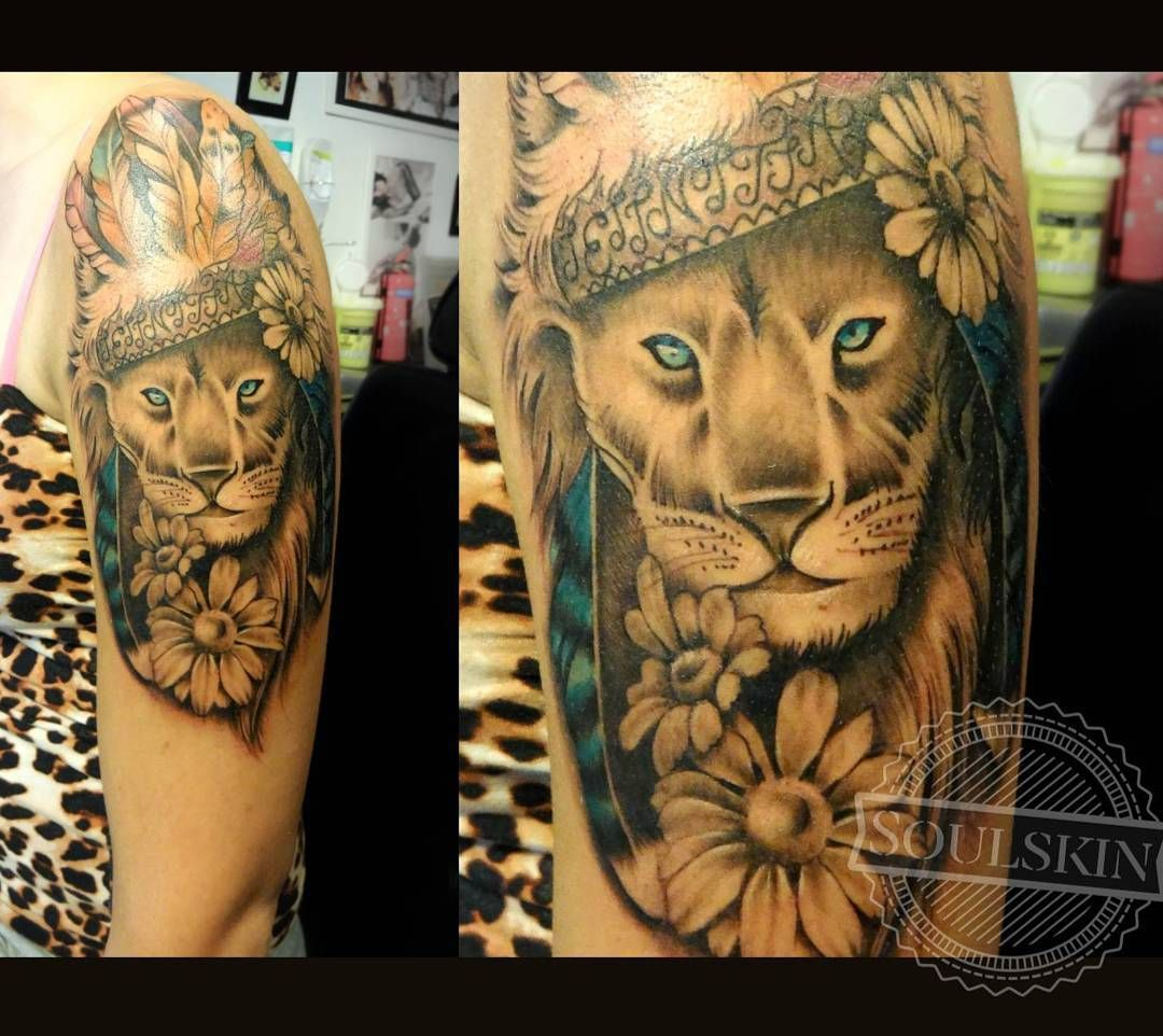 Cute lion <3 #lion #daisy #feathers #tattoo #tattooed #tattoolife #animaltattoo #animal #turku #finland #turkutattoo #soulskintattoo