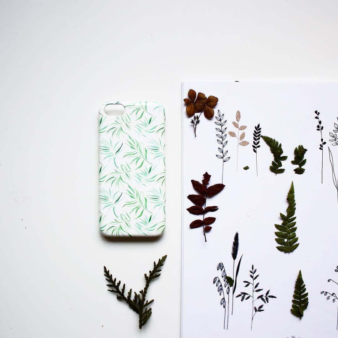 Новый английский кейс Паттерн с листьями для #iphone5C от @dashytka_makarova. И напоминаем про 25%  СКИДКУ на все по промокоду GSTQ! #hipoco #hipocoflowers hipoco.com
