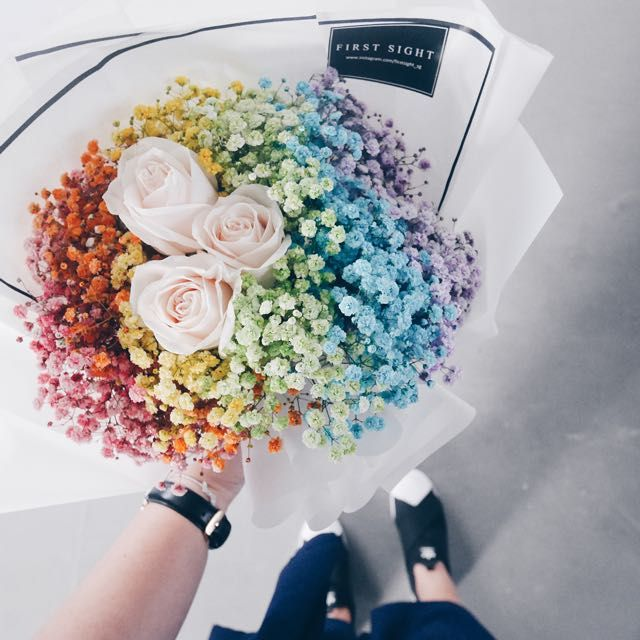 V Day 2017 Rainbow Baby Breath With Roses Design Craft Handmade Craft On Carousell Flower Arrangements Simple Dried Flowers Rainbow Roses