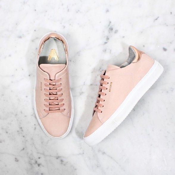 baskets rose poudr sneakers pinterest pastel anniversaire et reine. Black Bedroom Furniture Sets. Home Design Ideas