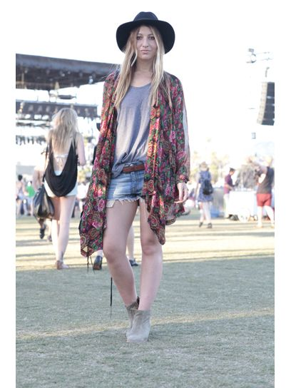 Hippie-chic jacket a most this summer, don't be afraid about printings and play with the colors!!