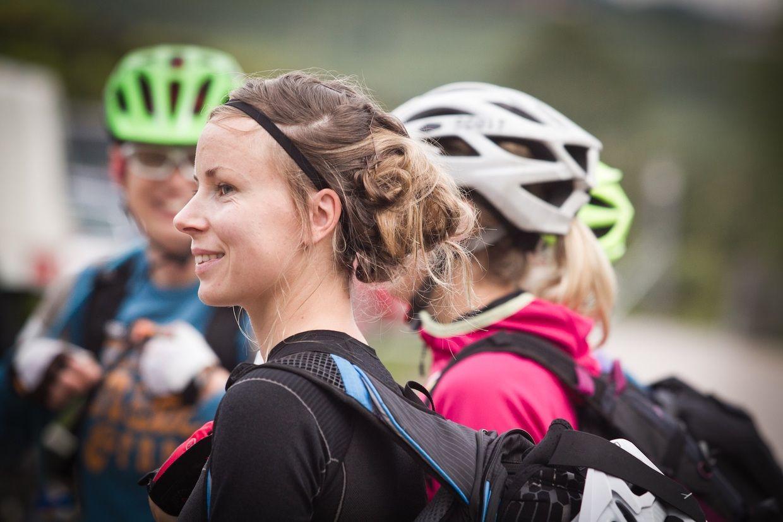 Frisuren Unterm Helm Frisuren Helmet Bicycle Helmet Und Hats