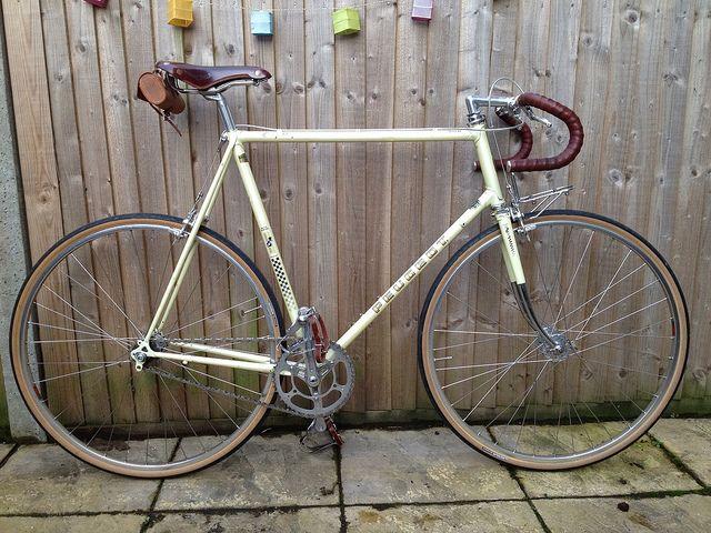 By Cosmic Beige Via Flickr Peugeot Bike Vintage Bicycle Decor Road Bike Vintage