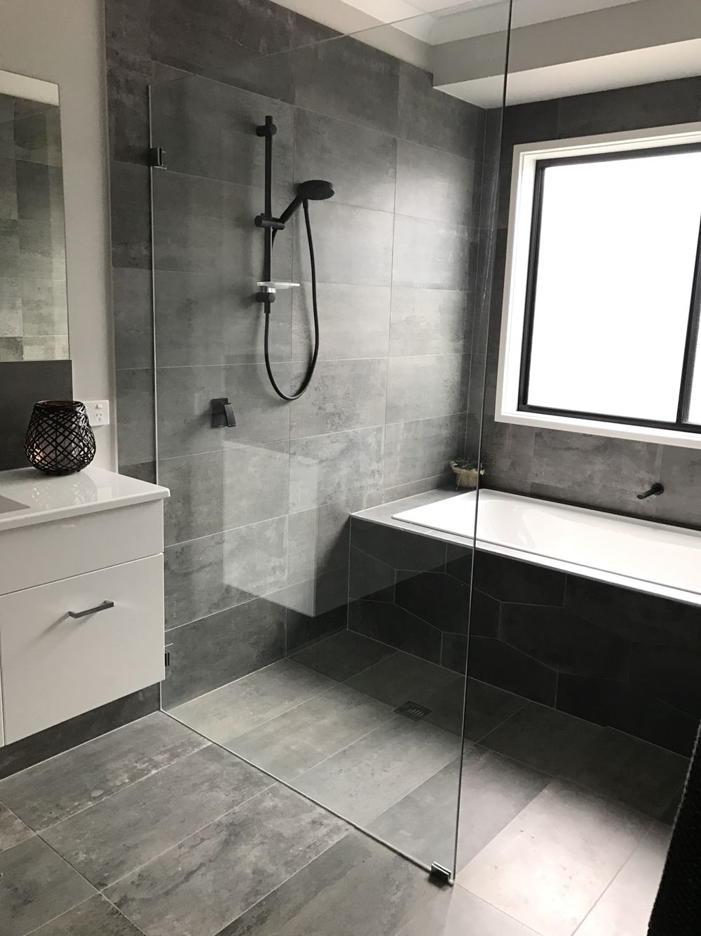 Modern open shower plan, next to the bath in the main bathroom