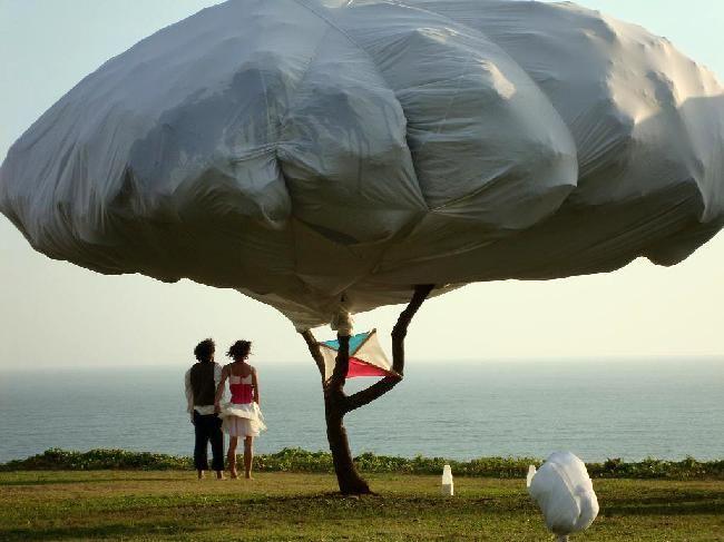 Teatro al aire libre -  La chica del chicle globo y el chico que soñaba nubes de leche