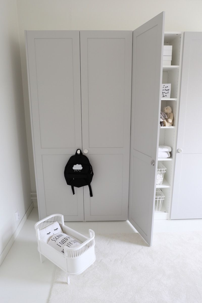 homevialaura a s helsing feather grey ensi doors and bagel handles ikea hack for pax. Black Bedroom Furniture Sets. Home Design Ideas