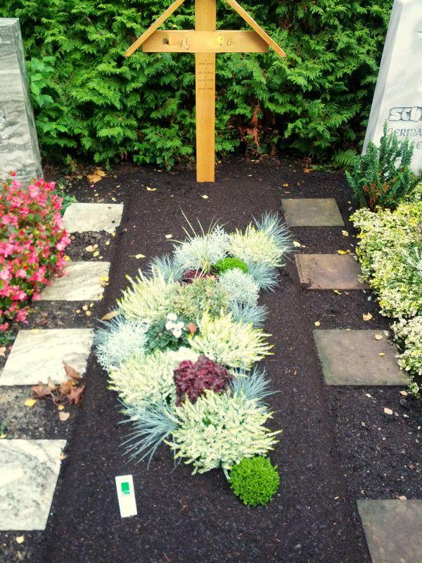 Friedhofsgärtnerei Durlach, Durlach-Aue und Grötzingen erste Grabanlage #friedhofsdekorationenallerheiligen