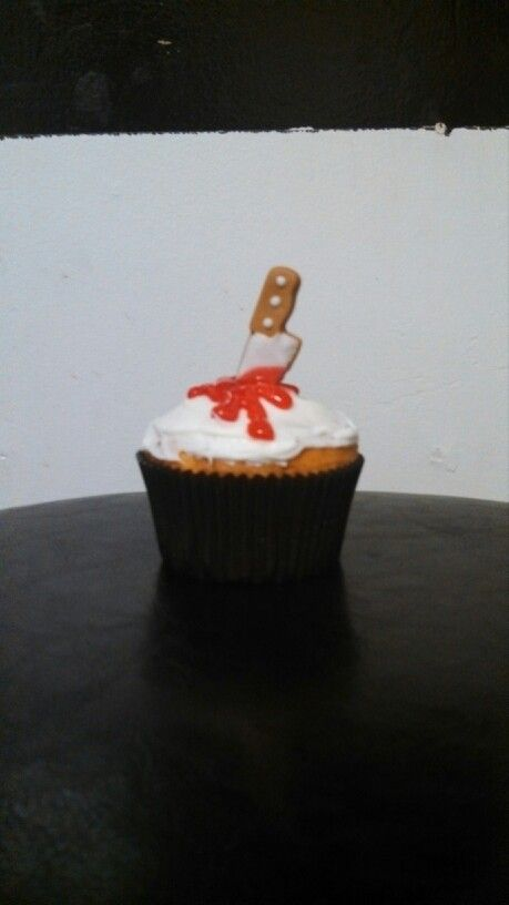 Halloween cupcakes-- they have these sugar knives at Michaels