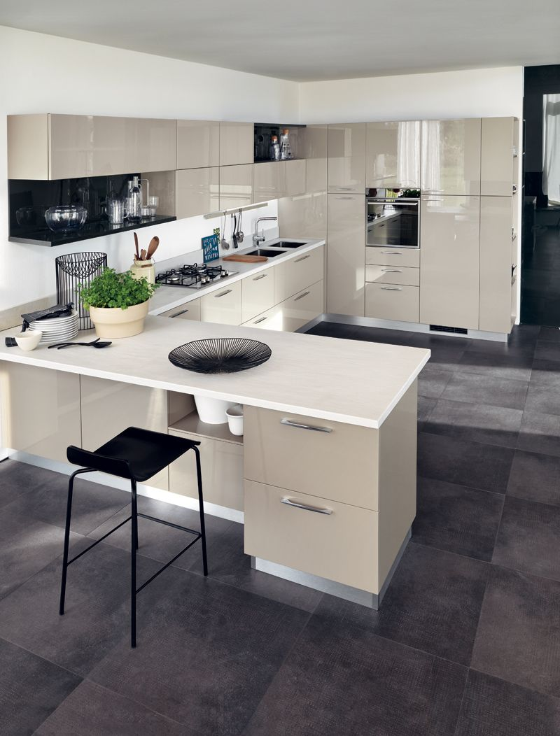An ideal and unrestricted kitchen that harmoniously combines the ...