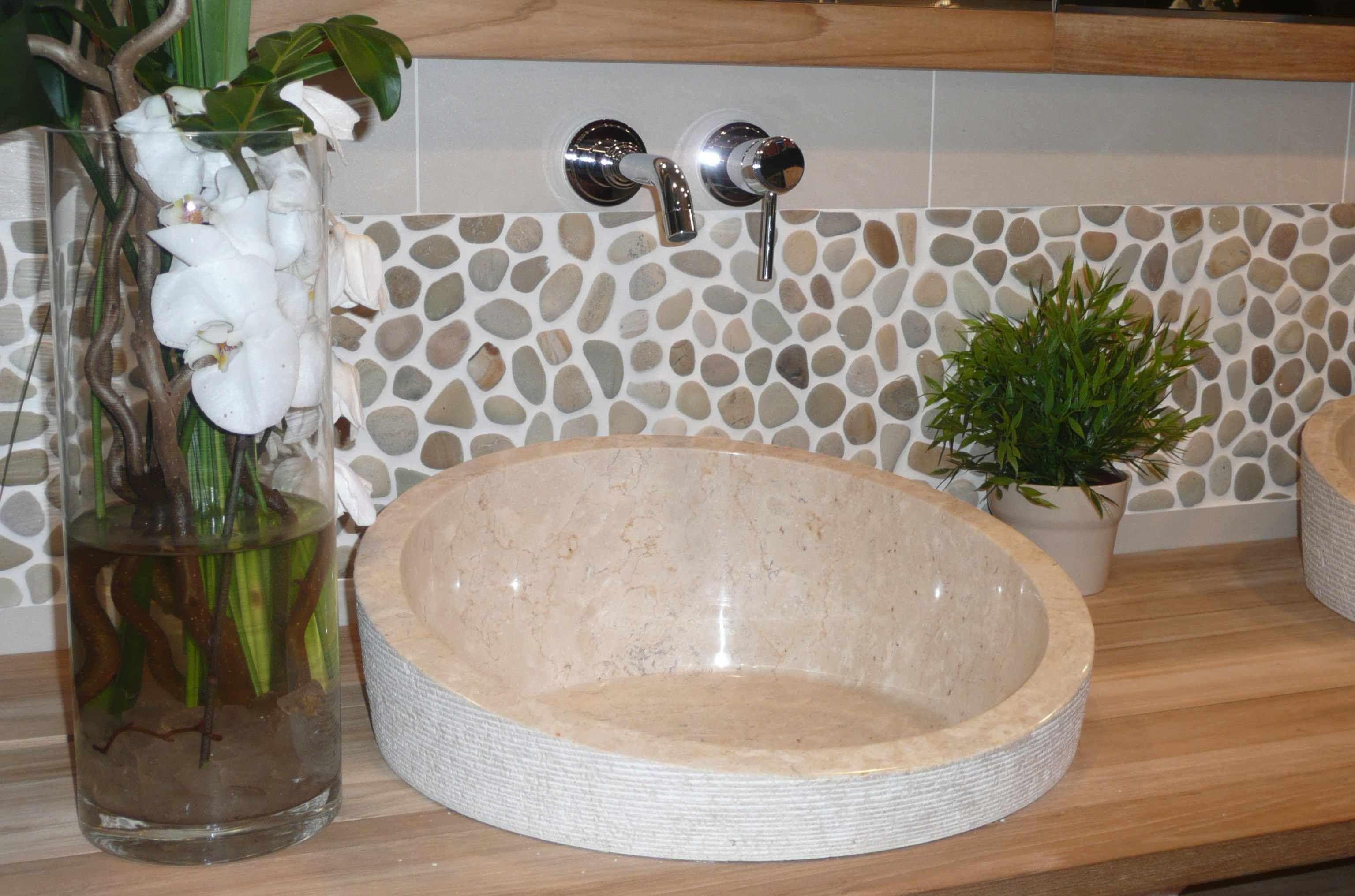 17 best images about salle de bain on pinterest contemporary bathrooms stone backsplash and bathroom shower tiles