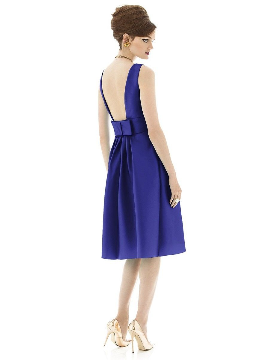 Sateen twill defines the A-line silhouette of Dessy Alfred Sung D660 bridesmaid dress, edged with a bateau neckline which transitions into an open back adorned with a flat bow. The sleeveless bodice tapers into the inset band cinching the natural waist, where the richly pleated skirt springs out. This knee-length ensemble features pockets sewn into the side seams.