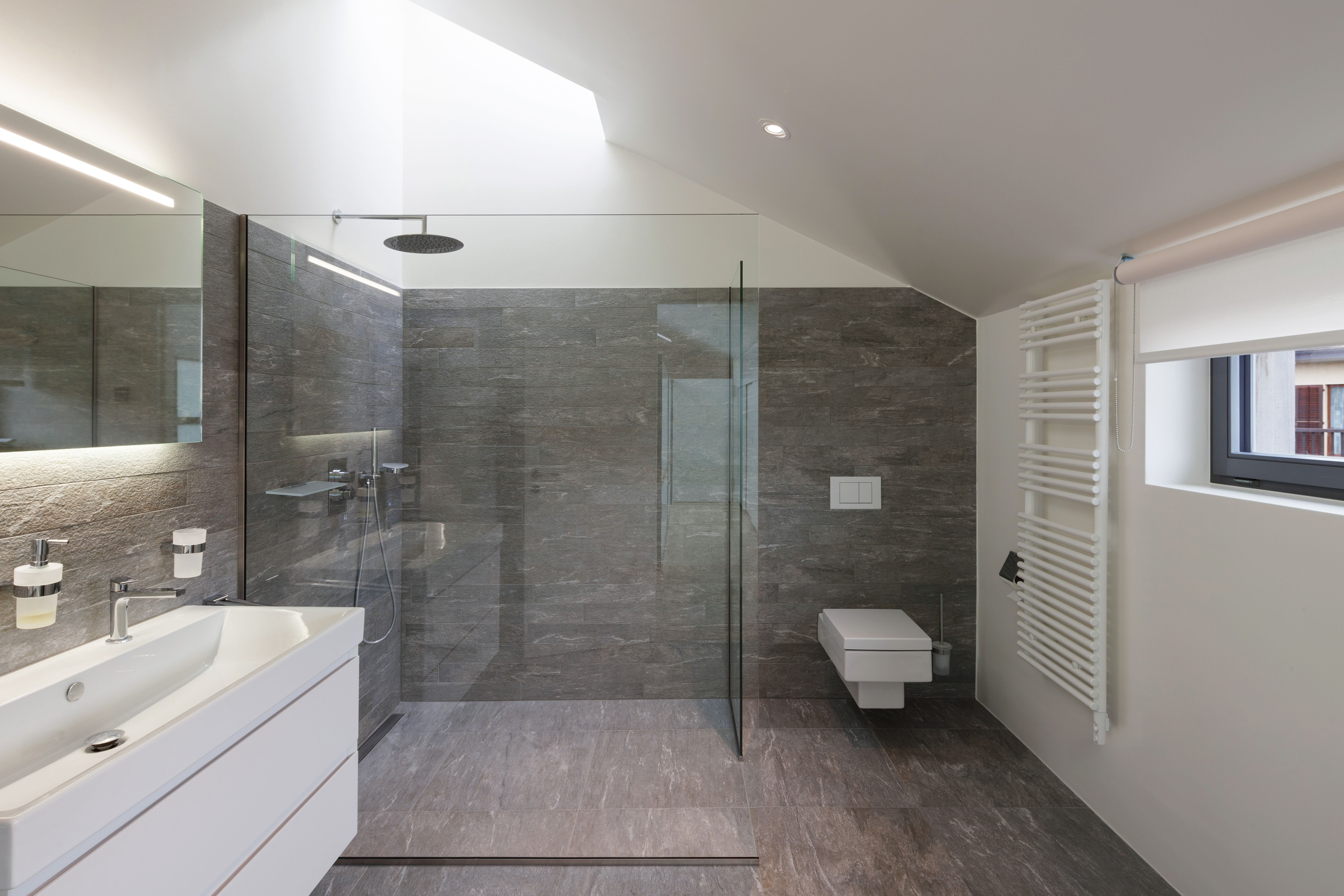 Kosten Fur Die Badsanierung Badezimmer Renovieren Bad Fliesen Designs Badezimmer Sanieren