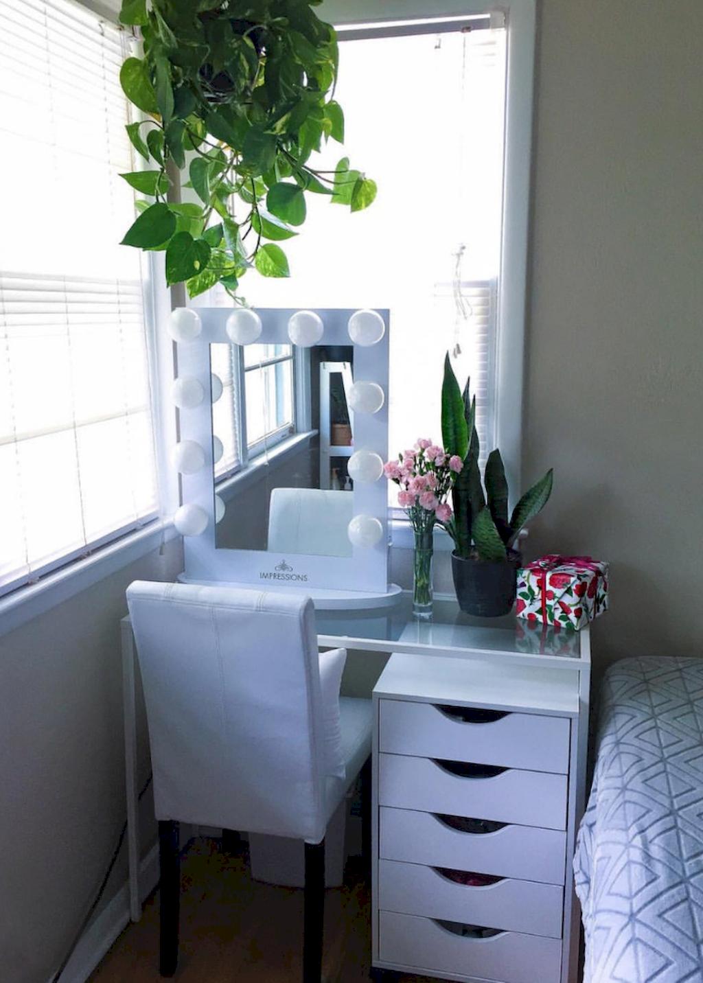 Attractive Choosing The Right Bedroom Vanity Small Space Bedroom Makeup Room Decor Bedroom Vanity