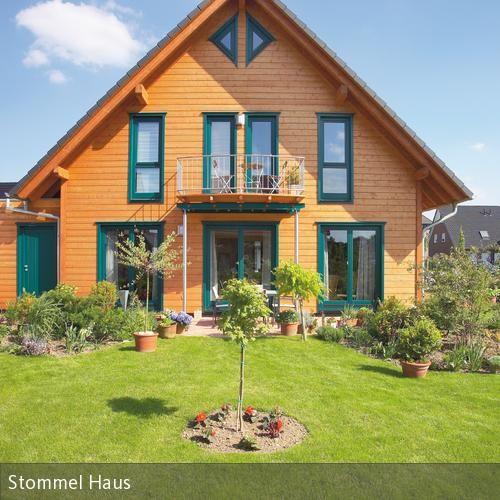 Holzhaus Eins: Holzhaus Mit Grünen Rahmen In 2018