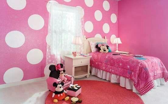 Room ideas: polka dots, cute lamps, comfy chair