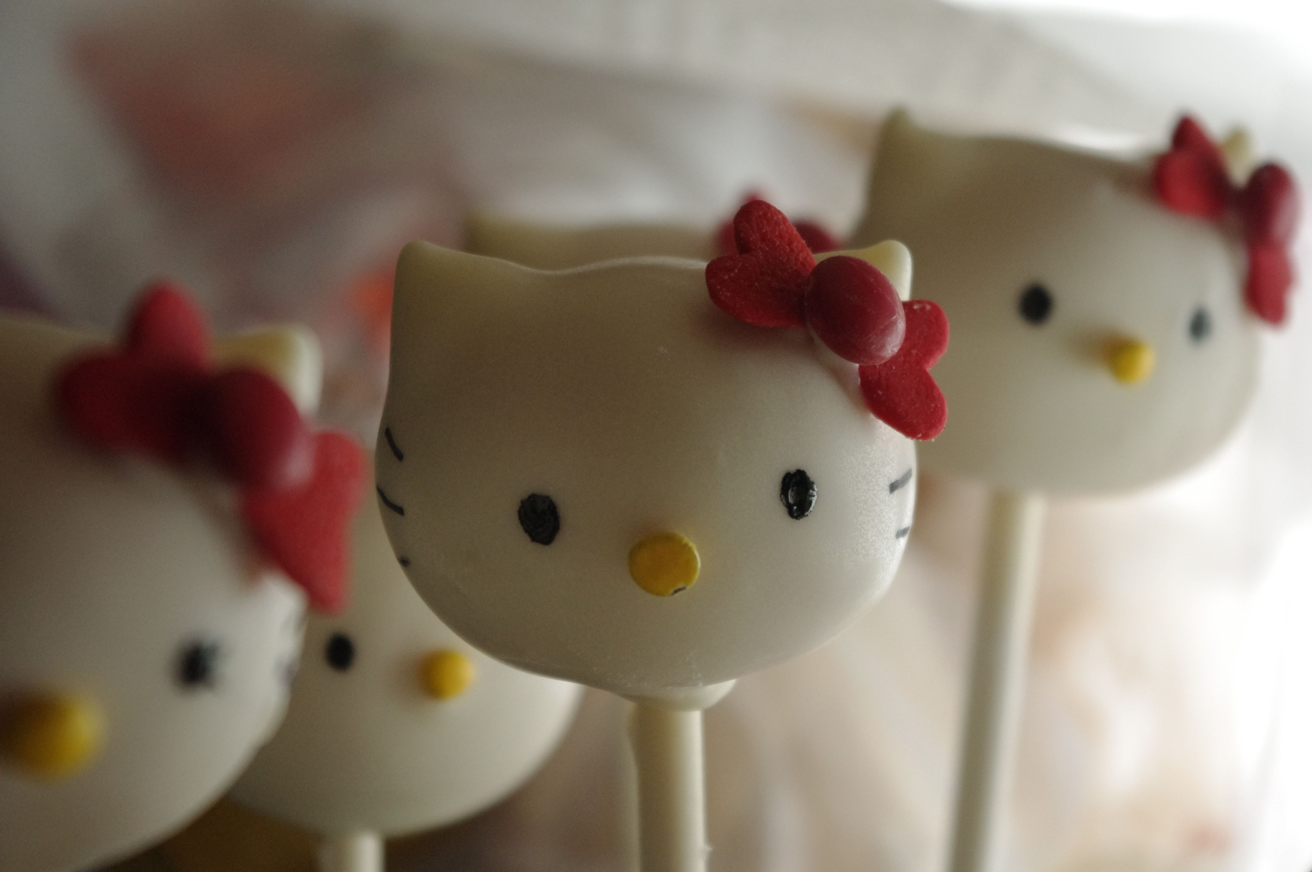 hello kitty cake pops - photo #19