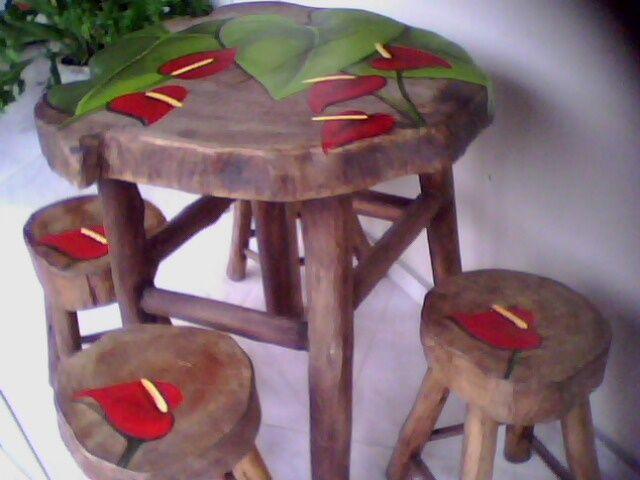 Pintura em jogo de mesa e banquinhos