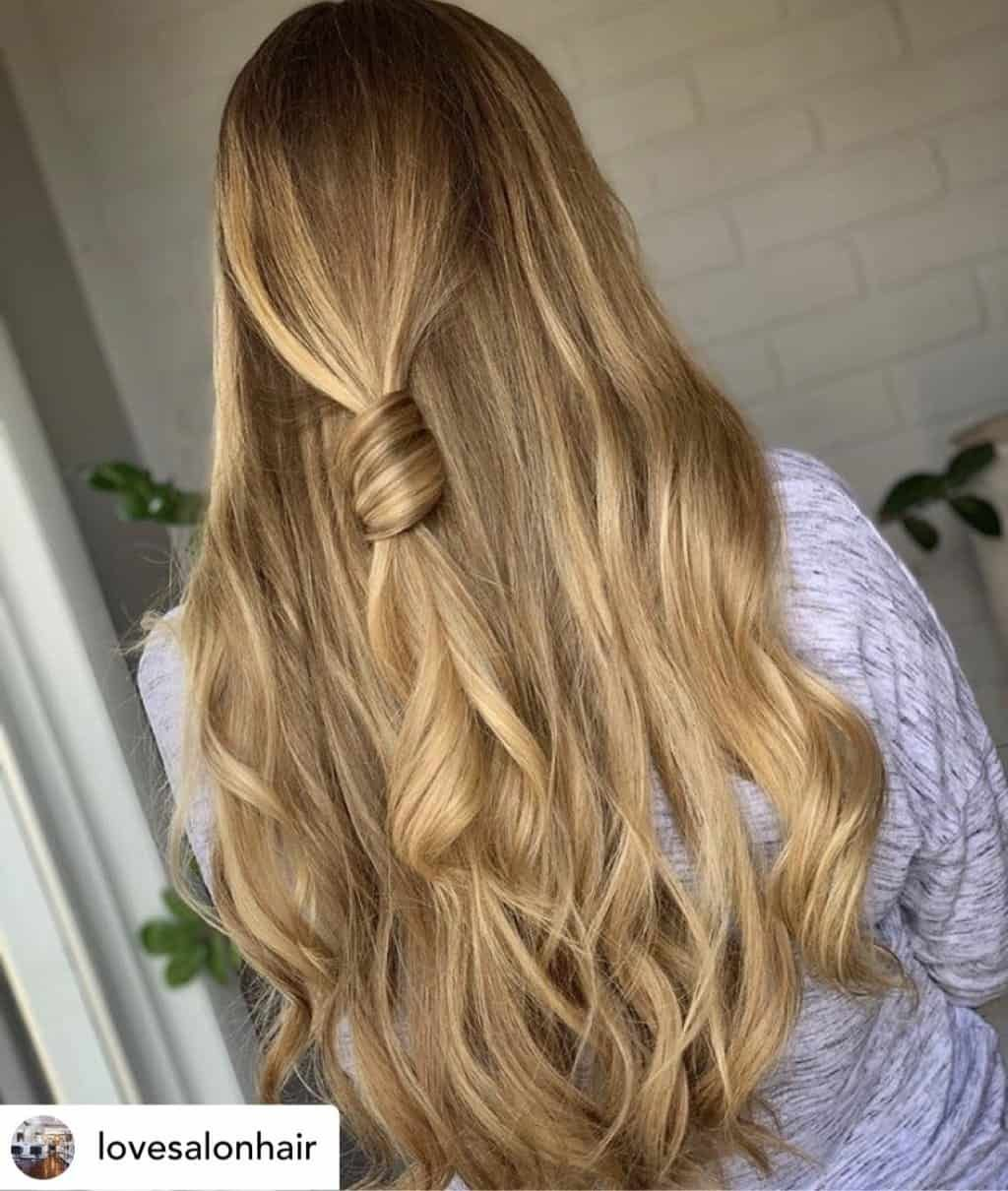 14 Brilliant Rainy Day Hairstyles That Will Help You Survive Spring In 2020 Rainy Day Hairstyles Vintage Hairstyles For Long Hair Hair Styles
