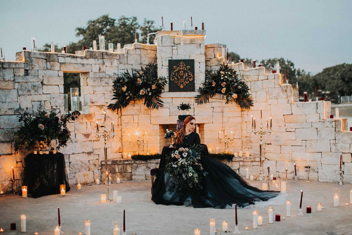 How To Have A Dark And Dramatic Themed Wedding | Wedding ...