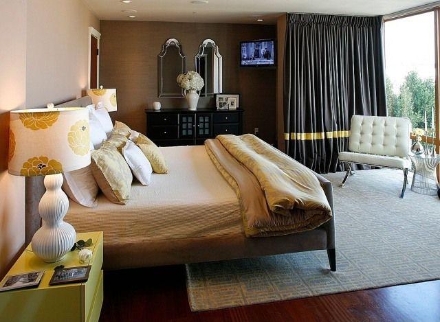 Chambre adulte avec rideaux noirs et abat jours à fleurs · contemporary bedroommodern bedroomsbeautiful