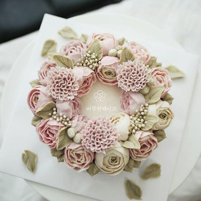 black sesame & indian pink  -  #앙금플라워 #수원역 #홈베이킹 #베이킹 #플라워케익 #떡케이크 #케이크 #baking #플라워케이크 #맞팔 #homebaking #cake #마카롱 #甜品 #韓式裱花#수원플라워케이크 #제과제빵 #ricecake #flowercake #weddingcake #birthdaycake #cupcake #buttercream #buttercreamcake #Gâteau#鲜花蛋糕#เค้ก#ดอกไม้#koreanbuttercream#kursuskue @tudomi_artrollcake