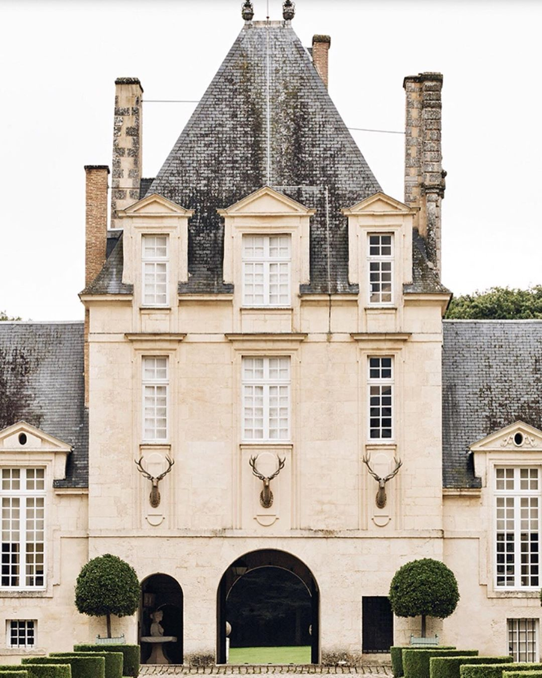 Privet House On Instagram Chateau Du Jonchet France Country Home Of Hubert De Givenchy A Renaissance Castle From The Early Chateau Mansions Outdoor Paint