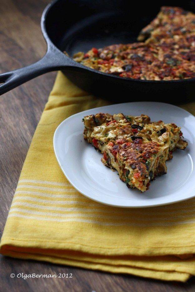 Matzah Brei mit gerösteten Paprikaschoten, Oliven & Petersilie   - Passover recipes -