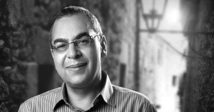 احمد خالد توفيق فراج طبيب وأديب مصري ويعتبر أول كاتب عربي في مجال أدب الرعب و الأشهر في مجال أدب الشباب والفانتازيا والخيال العلم Square Glass Rectangle Glass