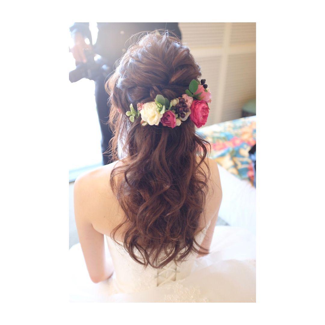 色味の可愛いお花とハーフアップ Hair Makeup Wedding Photoshooting Camera Fashion ハワイ ウェディング ウェディング ヘアメイク ヘアスタイル ヘアアレンジ ウェディ 花嫁 髪型 ダウン ウェディング ヘアスタイル ウエディング ヘア ハーフアップ