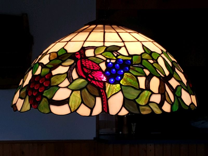 Tiffany stained glass hanging lamp in perfect condition