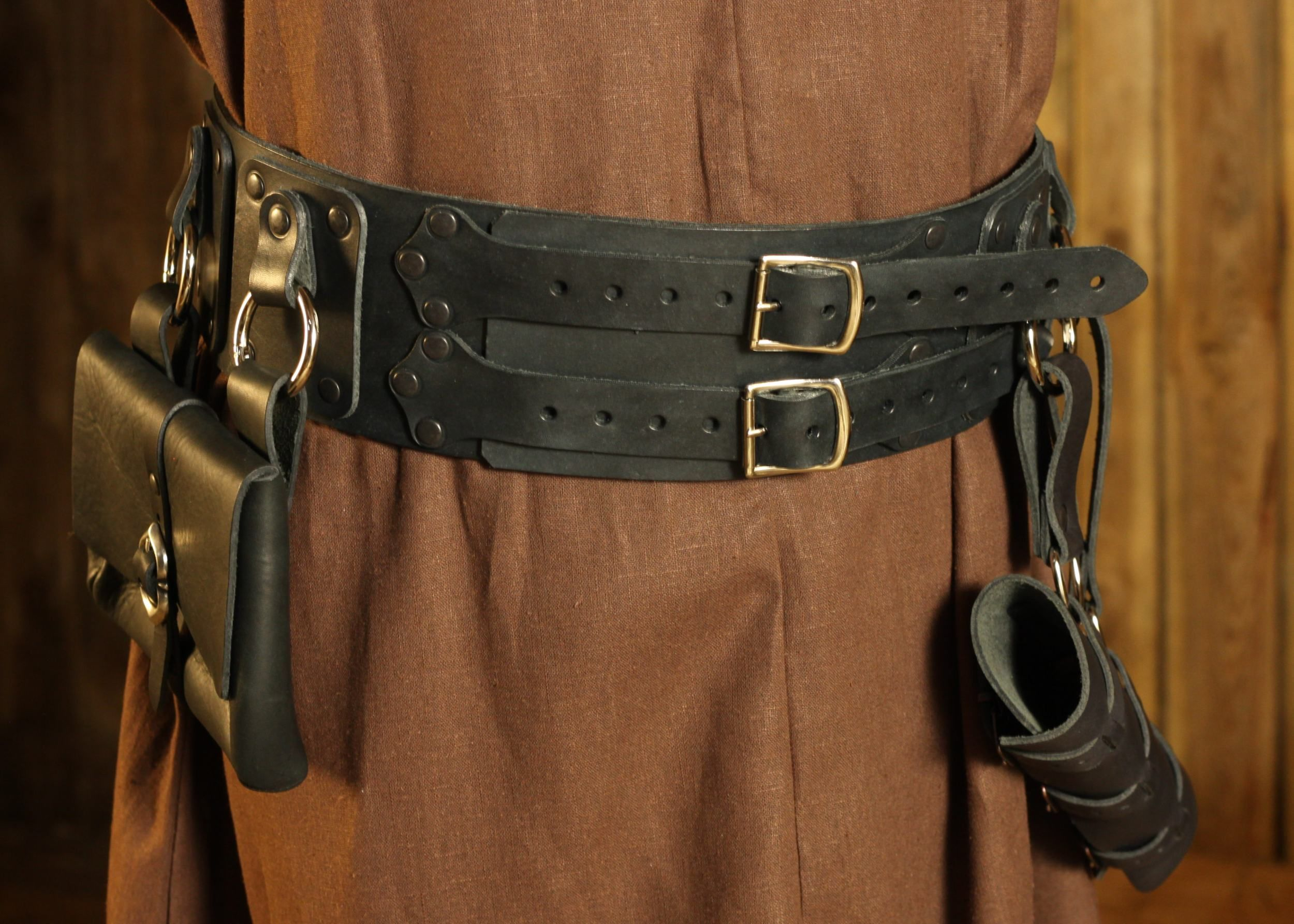 you can choose the straps color LARP Quality leather belt quiver cosplay.