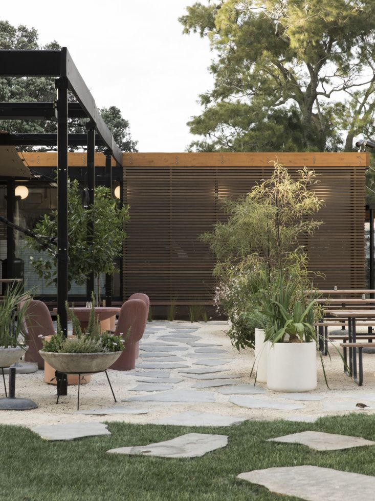 Au Naturel in Auckland: A Beachside Courtyard by Jared ...