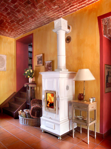 die klassischen kachelofen von castellamonte sind echte blickfanger, elegant wood stoves we'd love to cozy up to – cottage life | log, Ideen entwickeln